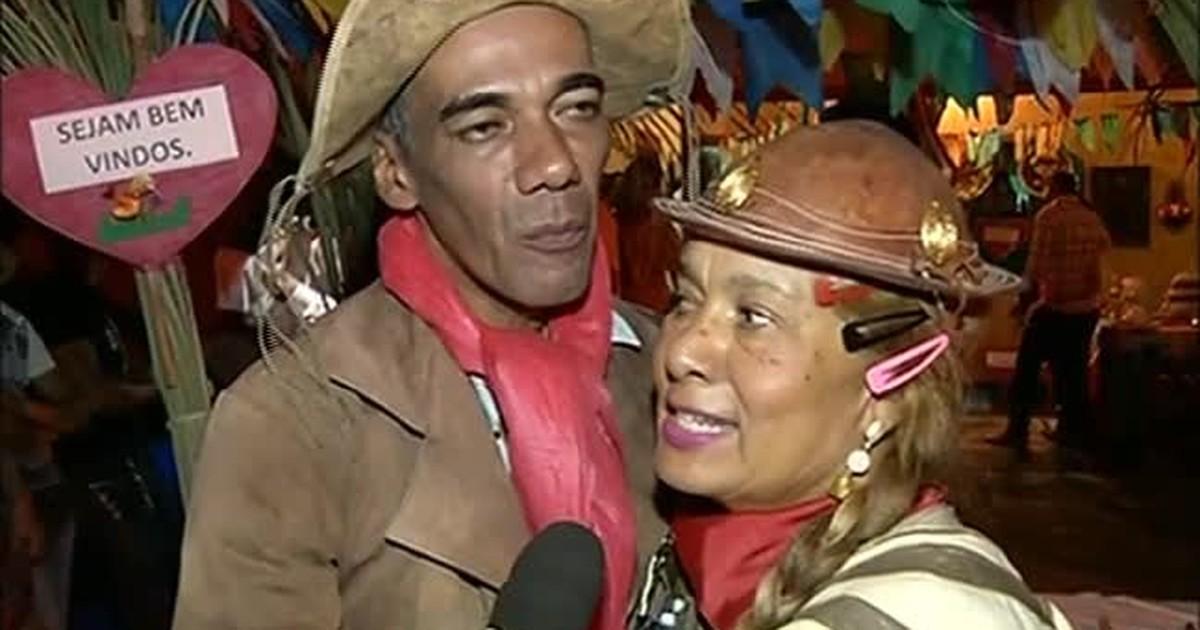 50b905f464e34 G1 - Noivos se vestem de cangaceiros e se casam em clima de festa junina -  notícias em Tocantins