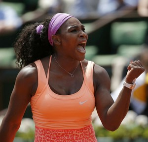 Serena Williams vence Sara Errani nas quartas em Roland Garros (Foto: Reuters)