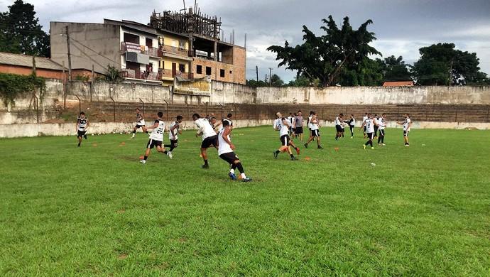 Time do São Raimundo fez treino recreativo no campo da sede do clube nesta segunda-feira (10) (Foto: Dominique Cavaleiro/GloboEsporte.com)