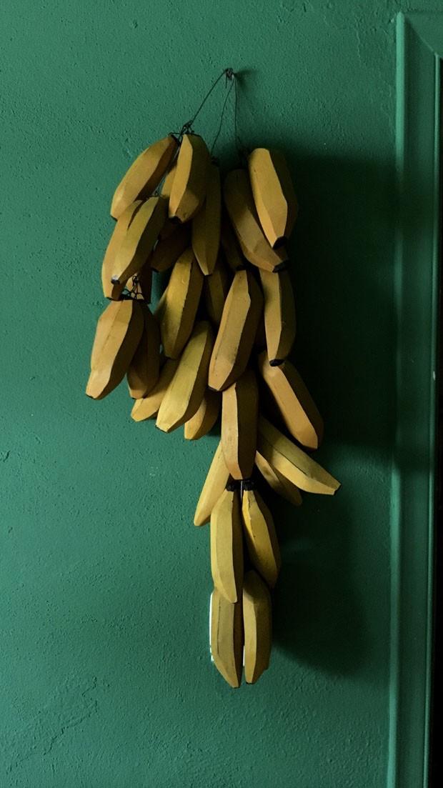 Um Natal diferente: como montar uma árvore usando bananas, abacaxis e plantas secas (Foto: Vivi Spaco e Michell Lott)
