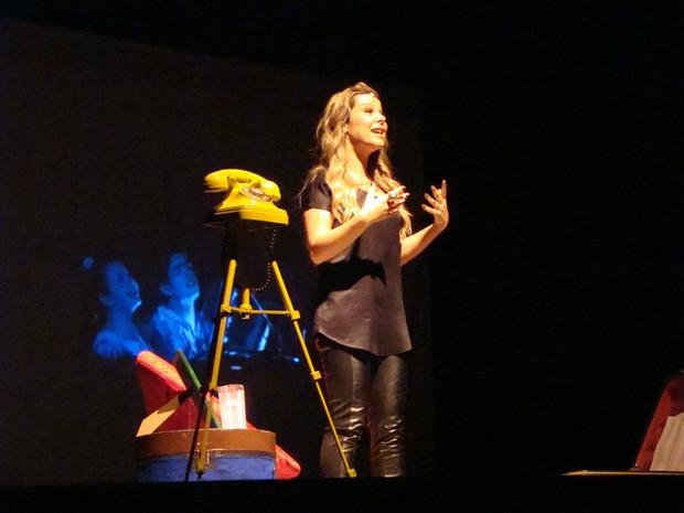 Atriz Fernanda Souza apresenta comédia no Teatro Municipal de Americana  (Foto: Suélen Silva)