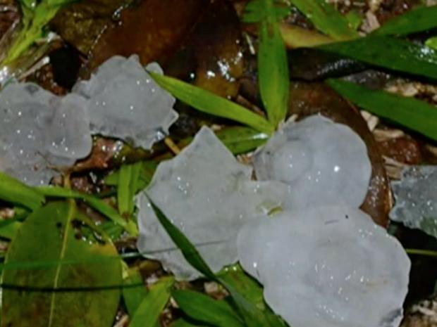 Granizo caiu em Santo Ângelo  (Foto: Reprodução/RBS TV)