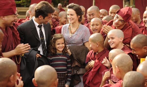 Bruno Gagliasso, Bianca Bin e Mel Maia gravam cenas da novela no Nepal (Foto: Renato Rocha Miranda / TV Globo)