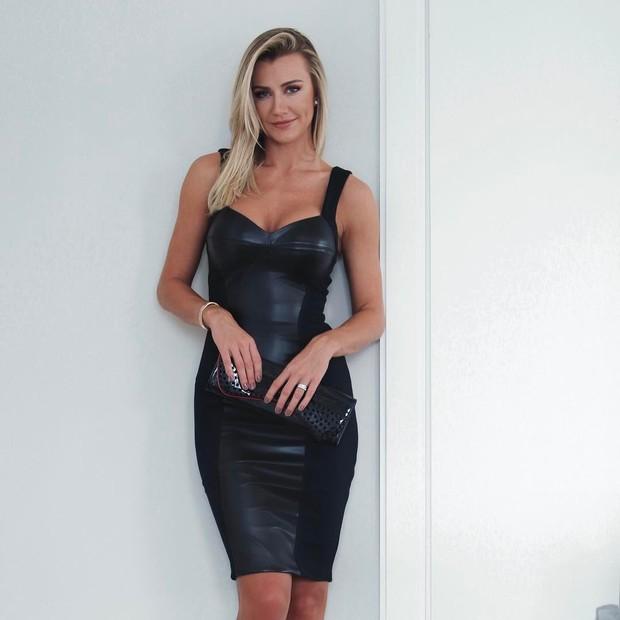 Ana Paula Siebert usa vestido de couro (Foto: Reprodução/Instagram)