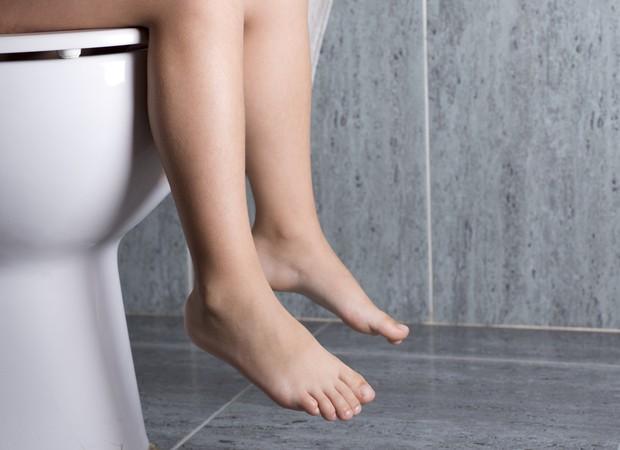 criança; banheiro; vaso sanitário (Foto: Thinkstock)
