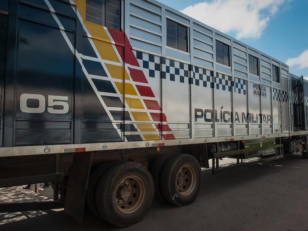 Caminhão onde os animais são transportados é equipado com duas câmeras. (Foto: Maria Anffe/GcomMT)