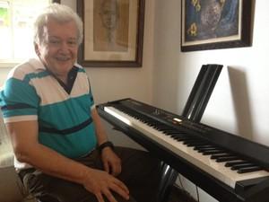 João Roberto Kelly é o maior compositor de marchinhas em atividade (Foto: Bruno Albernaz /G1)
