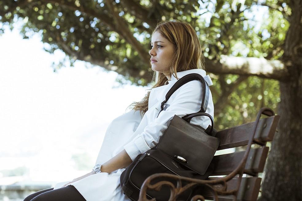 Após discutir com Rimena no hospital, Alice saí de lá ressentida (Foto: Raphael Dias/Gshow)