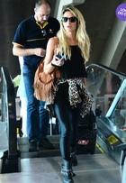Look do dia: Giovanna Ewbank aposta em visual roqueiro em aeroporto