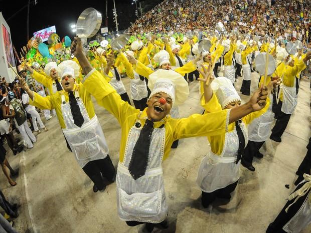 Ala da São Clemente representou o panelaço (Foto: Alexandre Durão/G1)