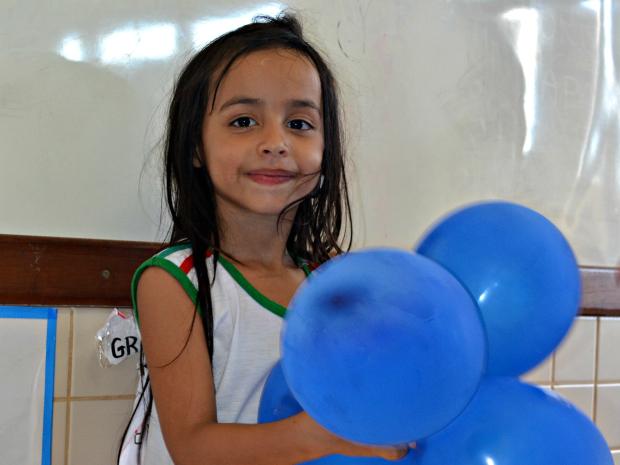 Ana Oliveira, de 5 anos, se submeteu a cirurgia de implante coclear em setembro deste ano, em São Paulo (Foto: Caio Fulgêncio/G1)