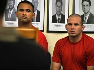 20.nov.2012 - Bruno e Macarrão acompanham os depoimentos das testemunhas de acusação, neste segundo dia do júri popular (Foto: Vagner Antonio/Tribunal de Justiça de Minas Gerais)