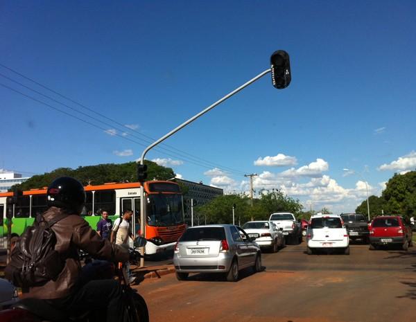Na área central de Brasília, semáforo ficou desligado durante apagão  (Foto: Káthia Mello/ G1)