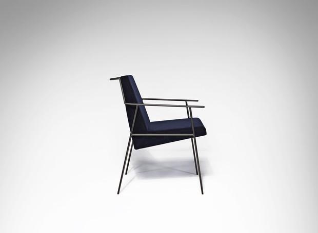 O Studio Zanini, de Zanini de Zanine, levará a cadeira Zina, produzida pela América Móveis. O designer - que se inspirou aos produtos em ferro criados por seu pai, Zanine Caldas, nos anos 50 – mesclou materiais como o aço carbono, o veludo e a madeira mac (Foto: Divulgação/Rio+Design)