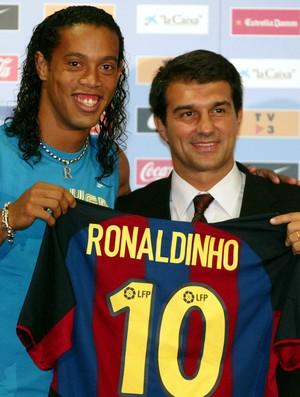 BLOG: Chegada de Ronaldinho ao Barcelona completa 13 anos; relembre os lances