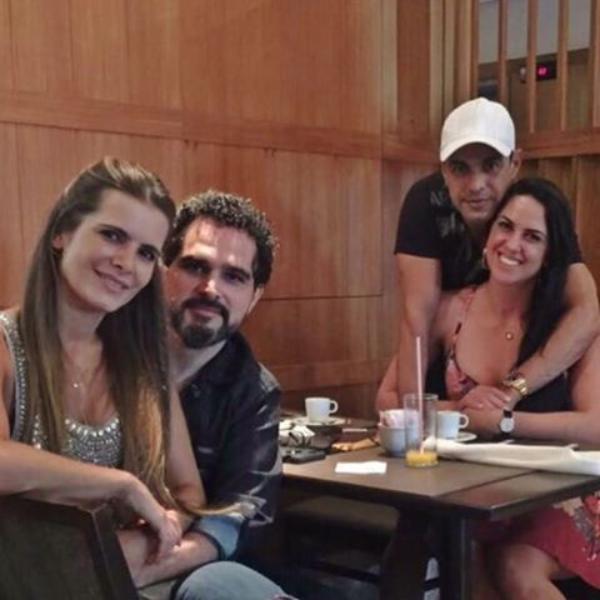 Luciano Camargo com a mulher, Flávia Fonseca, o irmão, Zezé Di Camargo, e a cunhada, Graciele Lacerda (Foto: Reprodução/Instagram)