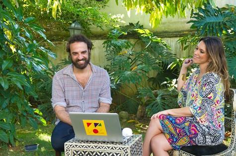 Marcelo Camelo e Sarah Oliveira na casa do cantor (Foto: Divulgação)