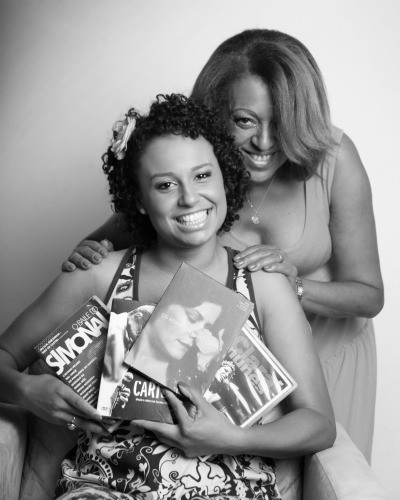 Karine Alves com a sua mãe (Foto: Rodrigo Bragaglia)