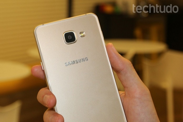 Use capas novas no Galaxy A7 2016 para personalizar ou proteger o celular (Foto: Caio Bersot/TechTudo)