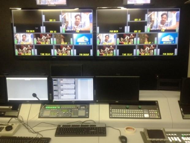 No detalhe, Controle Mestre em HD da TV Mirante (Foto: Zeca Soares)