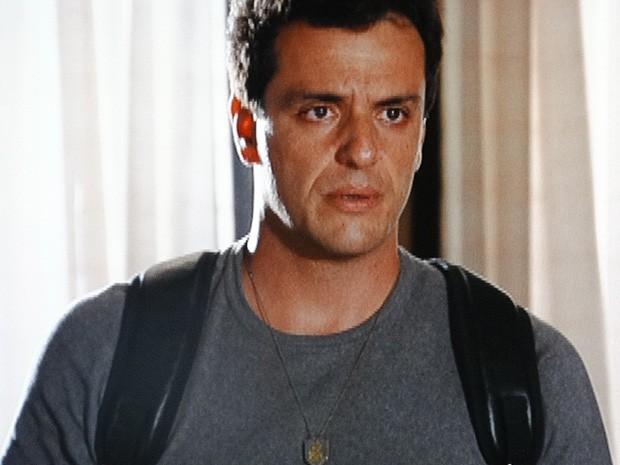 Chega! Théo diz que vai esquecer Morena para sempre (Foto: Salve Jorge/TV Globo)