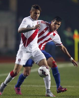 Peru x Paraguai Guerrero Caceres  Copa América (Foto: Reuters)