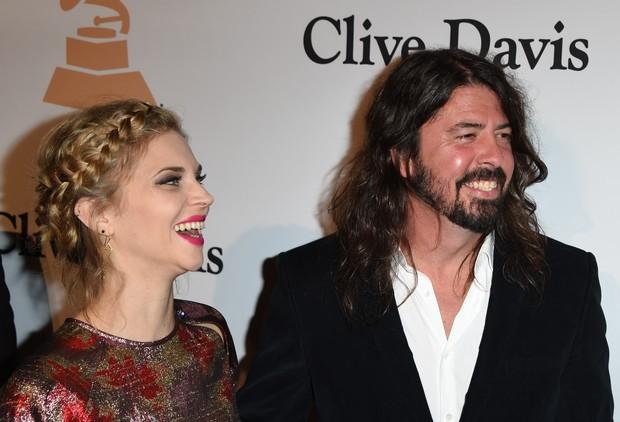 Dave Grohl e a esposa,Jordyn Blum (Foto: Mark Ralston/AFP)