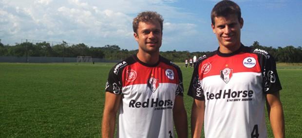 Diego Jussani e Rafael com novo uniforme de treinamento do Joinville (Foto: Divulgação / JEC)