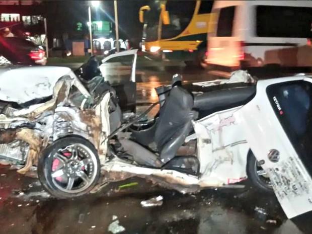 Gol ficou completamente destruído após colisão (Foto: Arquivo Pessoal)