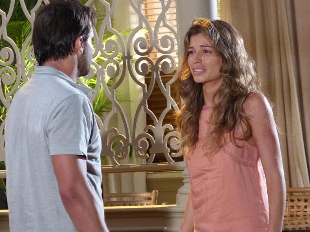 Ester não pode acreditar no que está vendo: Cassiano vivo! (Foto: Flor do Caribe/ TV Globo)