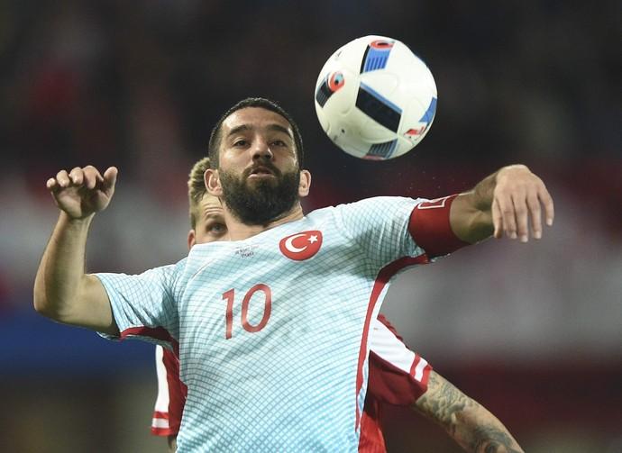 Arda Turan marcou o segundo gol da Turquia sobre a Áustria, em Viena (Foto: EFE)