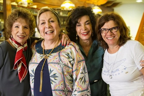 Aracy Balabanian posa com Daisy Lucidi, Lady Francisco e Denise Saraceni (Foto: TV Globo)