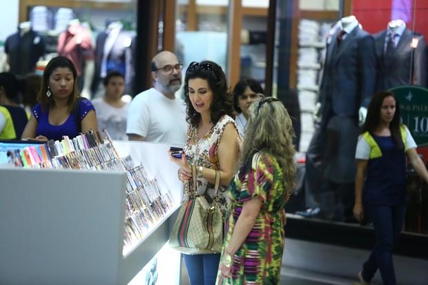 Fátima Bernardes no shopping (Foto: Marcello Sá Barreto / AgNews)