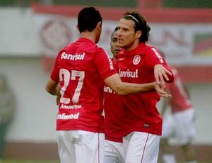 Forlan gol Internacional x vasco (Foto: Carlos Eduardo de Quadros / Ag. Estado)