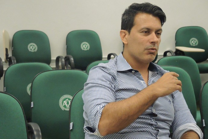 Rui Costa diretor executivo Chapecoense (Foto: Alexandre Lozetti)