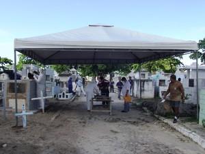 Exumação é a segunda desde a retomada dos procedimentos. (Foto: Divulgação/IML)