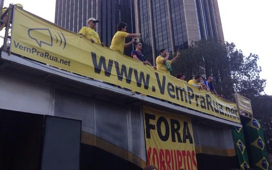 Rogério Chequer, líder do Vem Pra Rua, discursa em manifestação de 16 de agosto (Foto: Nina Finco)