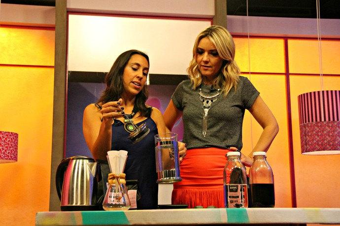 Barista Karine Camejo tipos de café Mistura com Rodaika (Foto: Maicon Hinrichsen/RBS TV)