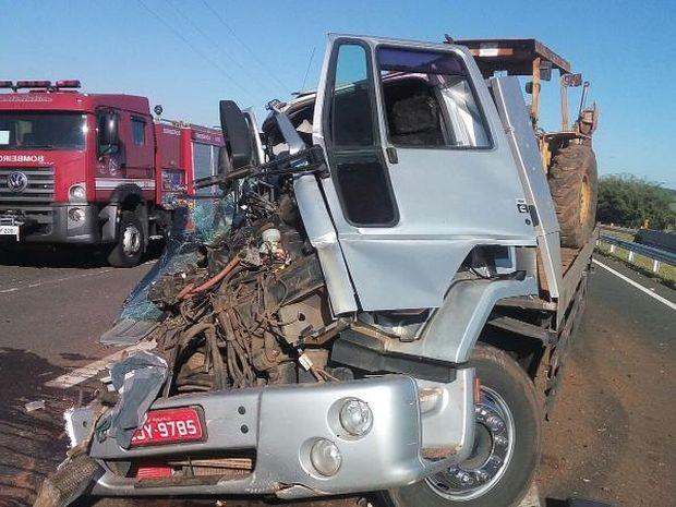 Caminhão bateu na traseira de veículo canavieiro (Foto: Rodrigo M.S. / arquivo pessoal)
