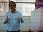 Candidato do PSDC ao governo, Alexandre Magalhães vota em Goiás