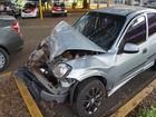 Motorista bate carro em treminhão e deixa 4 em estado grave na SP-201