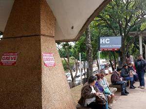 Aviso de greve no Hospital de Clínicas da Unicamp, em Campinas (Foto: Fernando Pacífico/G1)