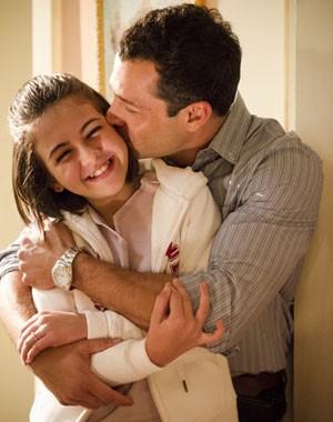 Malvino Salvador e Klara Castanho são pai e filha em Amor à Vida (Foto: Raphael Dias / TV Globo)
