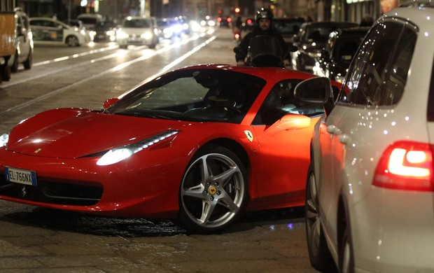 Balotelli carro (Foto:  Splash News)