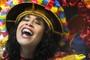 X-9 supera a chuva para cantar a loucura (Flavio Moraes/G1)