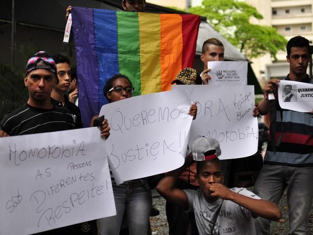 Protesto no Largo do Arouche, em São Paulo, após morte de jovem gay (Foto: Cris Faga/Fox Press Photo/Estadão Conteúdo)