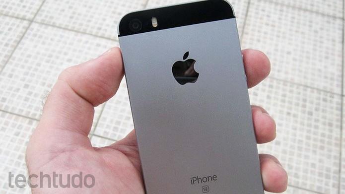 iPhone SE é o menor smartphone da Apple atualmente (Foto: Pedro Cardoso/TechTudo)