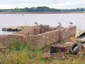 Ruínas de laticínio aparecem em Fama, MG (Foto: Erlei Peixoto / EPTV)