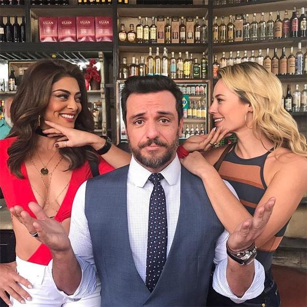 Será um affair entre Bibi (Juliana Paes) e Jeiza (Paolla Oliveira)? E agora, Caio (Rodrigo Lombardi)? (Foto: Reprodução/Instagram)