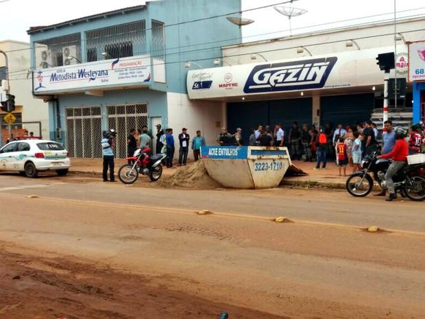Policial foi morto em loja de eletrodomesticos em Rio Branco  (Foto: Yuri Marcel/G1)